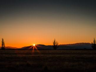Sunrise-Sunburst,-Twizel,-New-Zealand