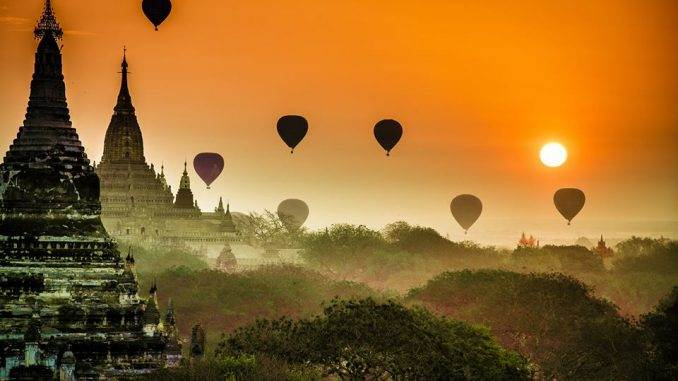 Myanmar - Balloons over Bagan at Dawn. Image by photo tour participant Patricia Pomerleau