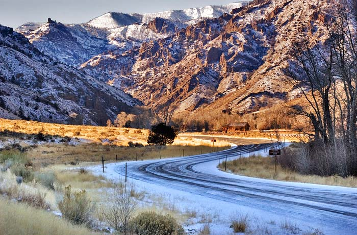 WInter landscape photo of Wapiti Valley in Wyoming by Robert Hitchman
