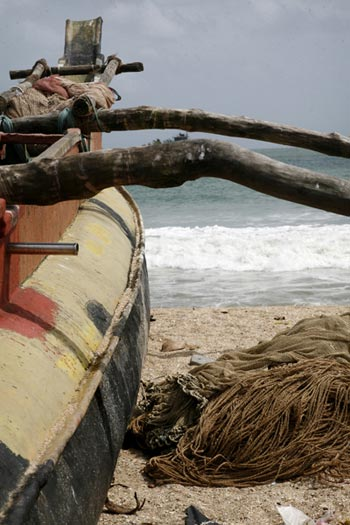 Photo of boat on Galle beach by Marielle van Uitert