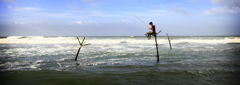 Photo of man fishing in Hikkaduwa by Marielle van Uitert