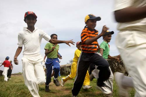 Photo of boys training in Cricket in Galle by Marielle van Uitert