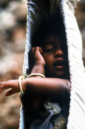 Photo of baby in hammock, Bombay, India by Ron Veto