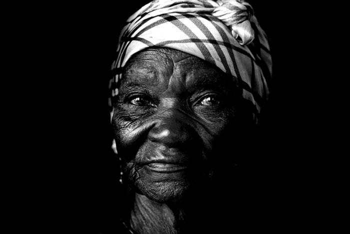 Photo portraid of Mary Kelibilla, Ghana, Africa by Marielle van Uitert