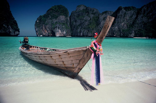 Photo of beach at Koh Phi Phi Island, Thailand by Ron Veto