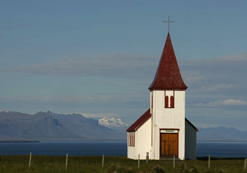 Photo of church in Iceland by Andy Long