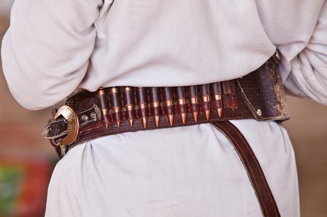 Photo of an armed Yemeni tribesman by Maarten de Wolf.