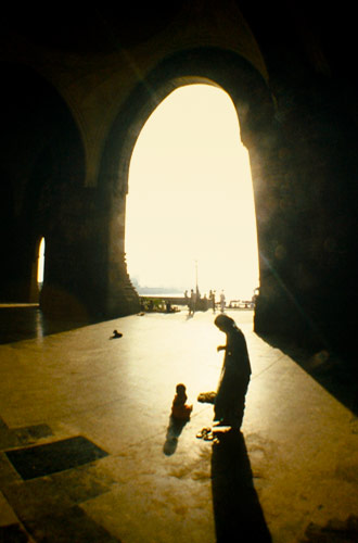 Silhouette photo of woman and child at Bombay Gate, India by Ron Veto