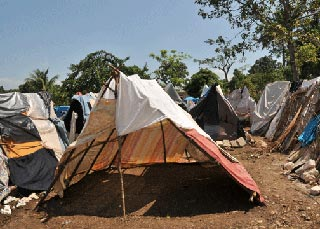 Photo of bedsheet camp in Thozin, Haiti
