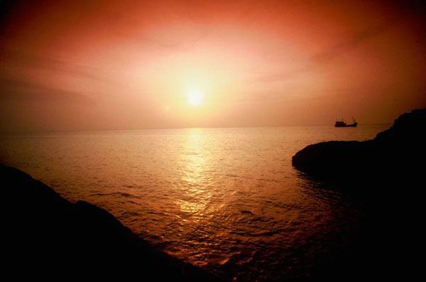 Photo of sunset at Ko Samet Island, Thailand by Ron Veto