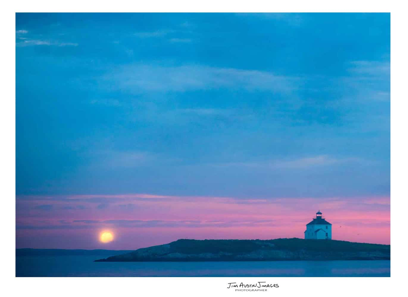 Jim-Austin-Jimages-Rook-Island-Full-Moon-Lighthouse-85-mm
