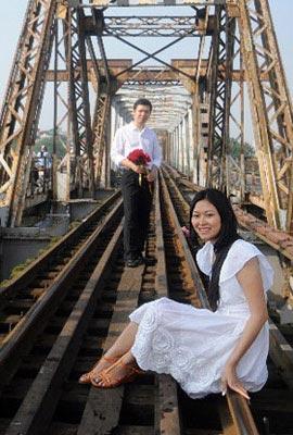 Photo of wedding couple in Hanoi, North Vietnam by Ron Veto