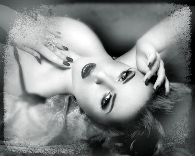 Black and white photo of female model reclining from the ladiies series by hybrid model photographer Juul de Vries.