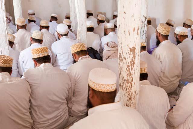Photo of mean praying in a mosque in teh Haraz Mountains in Yemen by Maarten de Wolf.