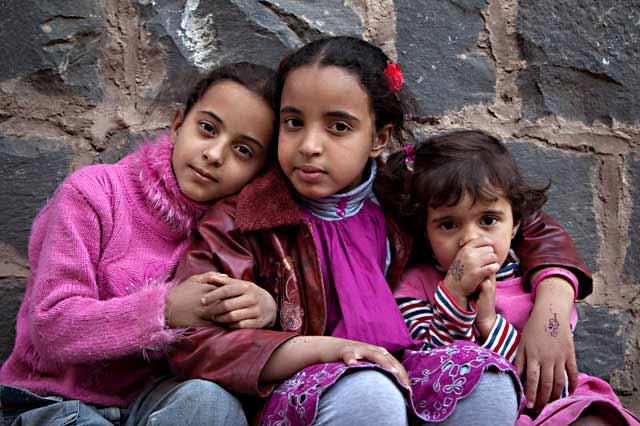 Photo of three children dressed in pink in Old Sana'a, Yemen by Maarten de Wolf.