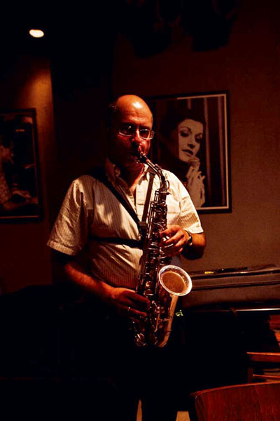 Photo of Mel Roenberg at Shablul Jazz Club in Israel by Maya Hed