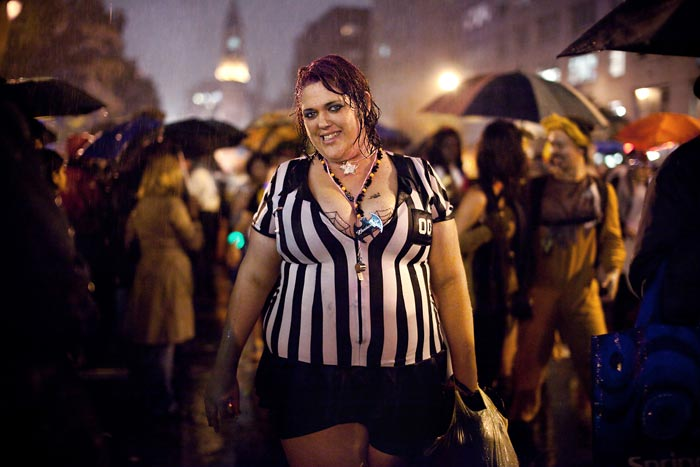 Photo of woman as a referee for Halloween by Oliver Fluck