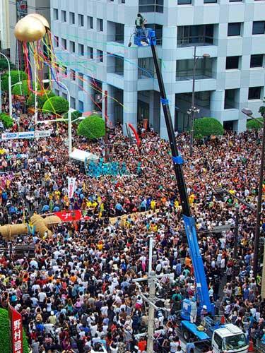 Photo of crowd at Naha Matsuri Festival in Naha Okinawa, Japan by Michael Lynch
