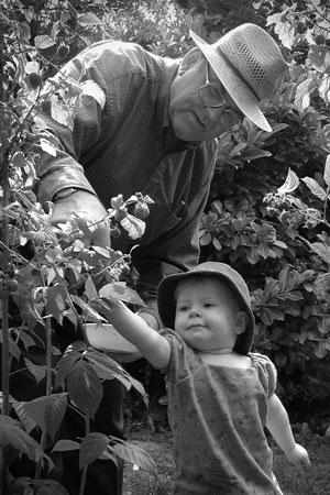 Black and white photo portrait of grandpa and grandchild by Monica von Stackelberg