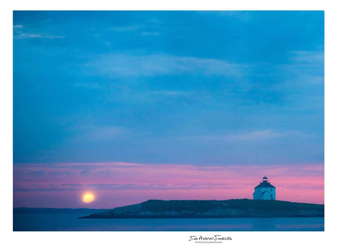 Jim-Austin-Jimages-Rook-Island-Full-Moon-Lighthouse-85-mm